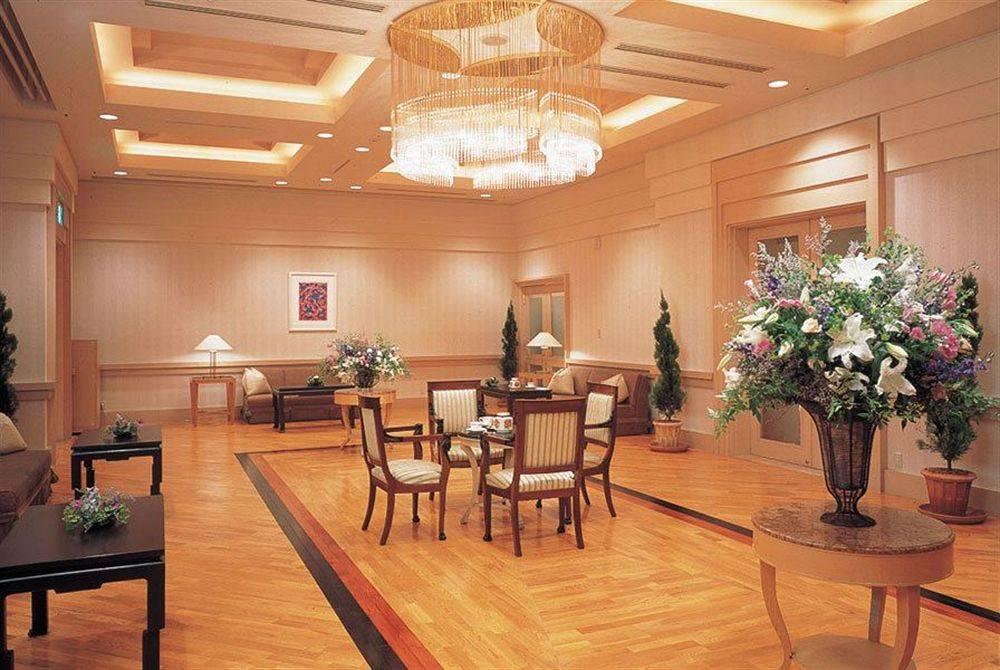 отель Yokohama Grand Intercontinental Hotel холл