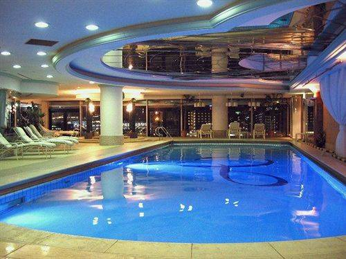отель Yokohama Grand Intercontinental Hotel бассейн