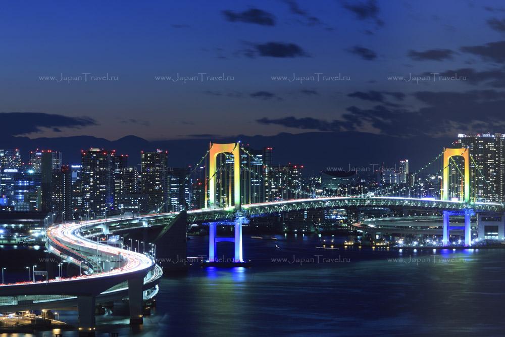 Золотое кольцо Японии и сакура под облаками